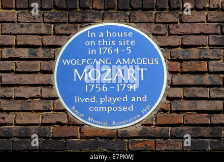 London, England, UK. Blue Plaque: 'In a house on this site in 1764-5 Wolfgang Amadeus Mozart 1756-1791 lived, played - Stock Photo
