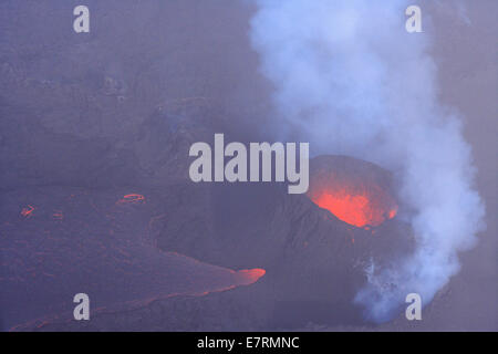 Aerial view of the volcanic eruption site in the Bardarbunga Holuhraun area. Thick clowds of SO2 are surrounding - Stock Photo