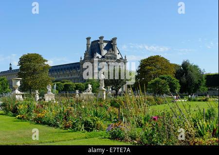 Jardin des Tuileries with the Louvre Museum, 1st Arrondissement, Paris, France - Stock Photo