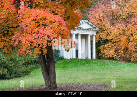 Royal Botanic Gardens, Kew. The Temple of Bellona in autumn, with an American smokewood tree (cotinus obovatus 'Chittamwood') - Stock Photo