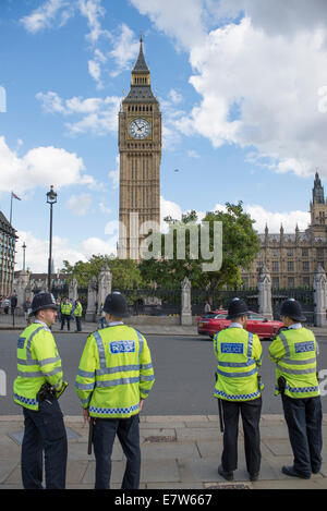 Central London, UK. 24th September 2014. Black cab taxi drivers protest TfL's taxi policies today by driving in - Stock Photo