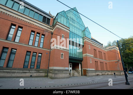 The entrance to Minshull Street Crown Court (or City Police Courts) in Manchester on a sunny day. - Stock Photo