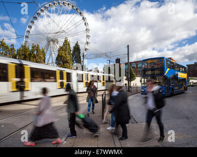 Manchester Metrolink. People Trams, tram light rail system & buses in the city centre,  Transport Links, Manchester - Stock Photo