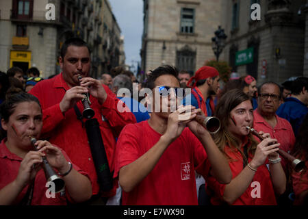 Barcelona, Catalonia, Spain. 24th Sep, 2014. In Barcelona members of a musical band playing the 'gralla', a traditional catalan instrument,  accompanying the construction of the Castells (human towers). On 24 September, the city of Barcelona celebrates the day of its patron saint (La Mercè) with several festive , traditional and religious events. Credit:   Jordi Boixareu/Alamy Live News