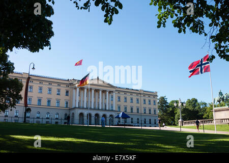 Royal Palace, Oslo, Norway - Stock Photo