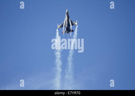 Acharnes, Greece. 26th September 2014. A F-16AM from the Belgian Air Force creates vapour trails at the 2014 Tatoi - Stock Photo