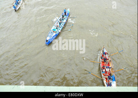 Westminster Bridge, London, UK. 27th September 2014. Boats of all shapes and sizes pass under Westminster Bridge - Stock Photo