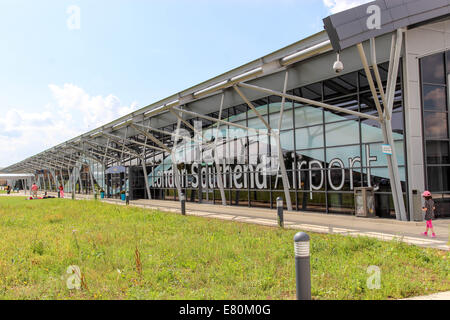 Southend on Sea, Essex,  UK, 27th September 2014: Southend airport Terminal.  5 + People. Police were called at - Stock Photo