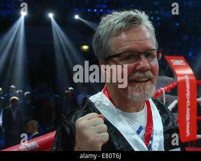 Moscow, Russia. 27th Sep, 2014. American boxing coach Freddie Roach posing for a photo ahead of Denis Lebedev and - Stock Photo
