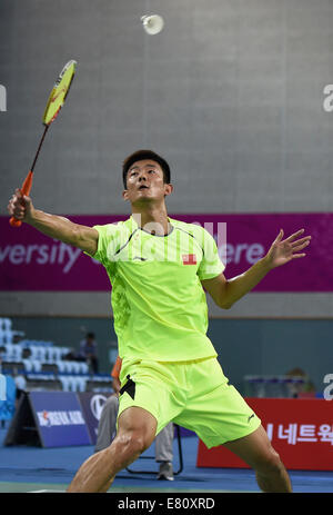 Incheon, South Korea. 28th Sep, 2014. Chen Long of China returns the shuttlecock during the men's singles semifinal - Stock Photo