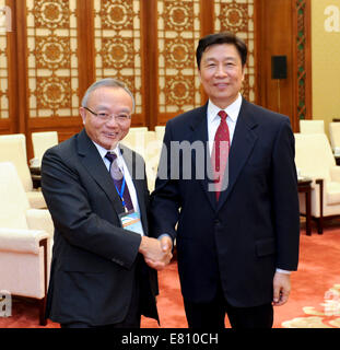 Beijing, China. 28th Sep, 2014. Chinese Vice President Li Yuanchao (R) meets with a visiting delegation consisting - Stock Photo
