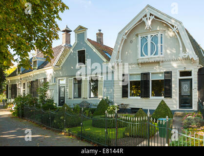 Broek in Waterland, North Holland, The Netherlands: Historic architecture in a village just to the north of Amsterdam. - Stock Photo