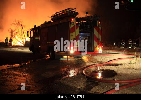 Chingford, London, UK. 28th Sep, 2014. There are no reports of injuries. Some 35 FireFighters from across London - Stock Photo