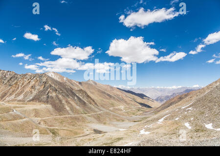 Khardung La pass (5602m) between Leh and the Nubra valley in Ladakh India. This is the highest motorable road in - Stock Photo