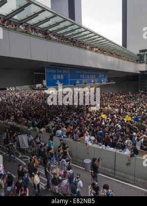 Hong Kong. 29th Sep, 2014. Hong Kong Protests: Crowds continue to grow on Day 2 of  the Occupy Central democracy - Stock Photo