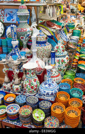 Colourful ceramics for sale in the Grand Bazaar, Istanbul, Turkey - Stock Photo