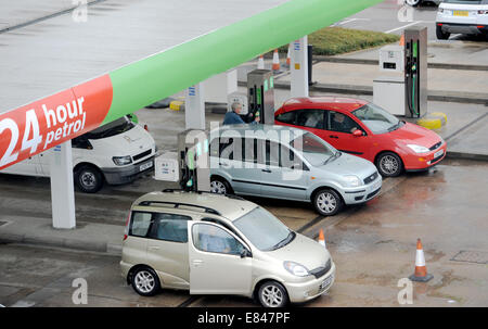 Brighton, Sussex, UK. 30th Sept, 2014. Supermarkets Lower Fuel Prices in Brighton, UK. Here customers fill up at - Stock Photo