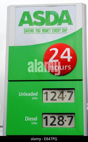 Brighton, Sussex, UK. 30th Sept, 2014. Supermarkets Lower Fuel Prices in Brighton, UK. - Stock Photo