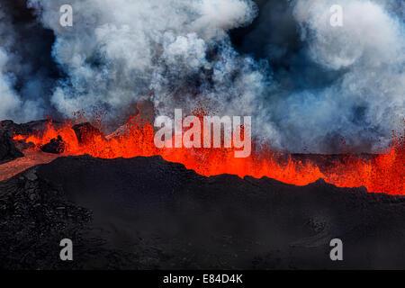 Lava fountains at Holuhraun Fissure eruption near the Bardarbunga Volcano, Iceland. - Stock Photo