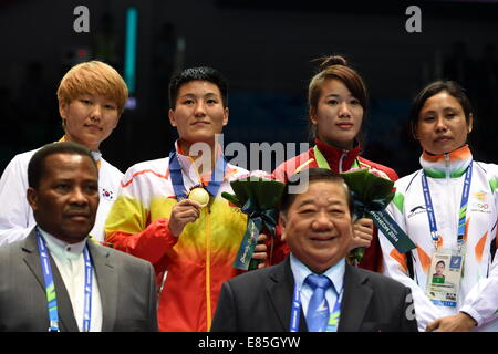 Incheon, South Korea. 1st Oct, 2014. Gold medalist Yin Junhua (2nd L) of China, silver medalist Park Jina (1st L) - Stock Photo