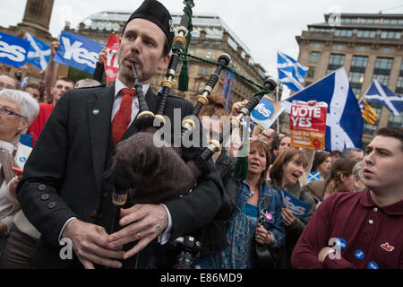 Pro-Scottish Independence Yes supporters in George Square in the week of the  Scottish Independence referendum, - Stock Photo