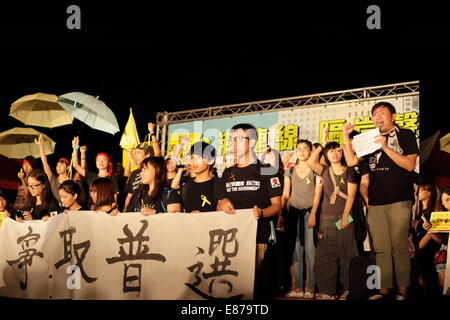 Taipei. 1st October, 2014. Hong Kong students studying in Taiwan expressed their demand for open election, with - Stock Photo