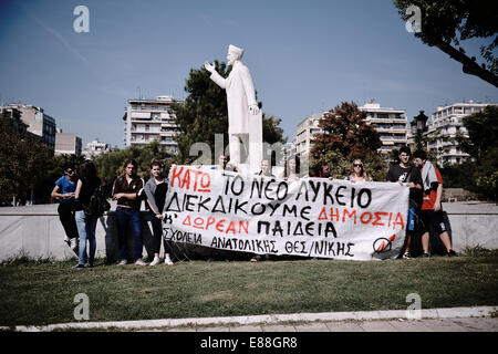 Thessaloniki, Greece. 2nd Oct, 2014. Students demonstration in Thessaloniki against the new government plan for - Stock Photo