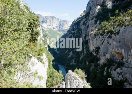 On the Martel path, in the gorges of the Verdon (France). Sur le sentier Martel, dans les gorges du Verdon (France). - Stock Photo