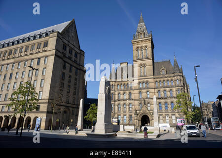 Manchester, UK. 2nd October, 2014. The war memorial stands in its new position outside the rear entrance of the - Stock Photo