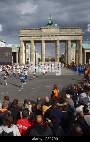 Berlin, Germany, young people run the mini-marathon through the Brandenburg Gate - Stock Photo