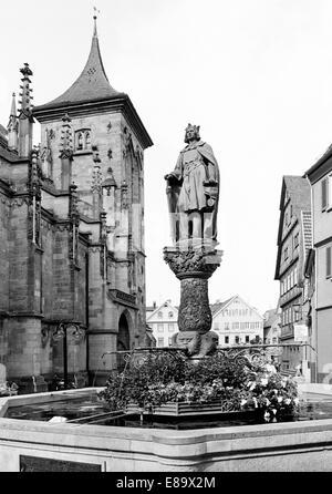 Achtziger Jahre, evangelische Marienkirche und Kirchbrunnen von Hans Motz mit Skulptur Stauferkaiser Friedrich II. - Stock Photo