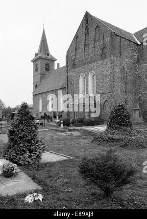Achtziger Jahre, Backsteinkirche, Evangelisch-reformierte Kirche in Bunde, Rheiderland, Ostfriesland, Niedersachsen - Stock Photo
