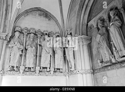 Achtziger Jahre, Vorhalle Paradies mit Apostelfiguren im St. Paulus Dom von Muenster, Muensterland, Nordrhein-Westfalen - Stock Photo