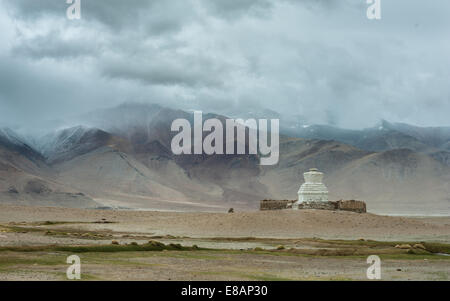 Stupa on bank of Tso Kar, in Changthagn region of ladakh - Stock Photo