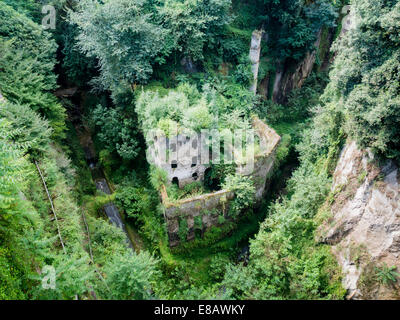 how to get to valley of the mills sorrento