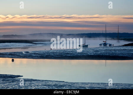 Oare near Faversham, Kent, UK, 5th October 2014. Weather: A misty and cool sunrise at Oare creek as the weather - Stock Photo