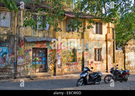 OLD COLONIAL HOUSE PORT KOCHI OR  COCHIN INDIA NOW COVERED BY AN ARTISTS GRAFFITI - Stock Photo