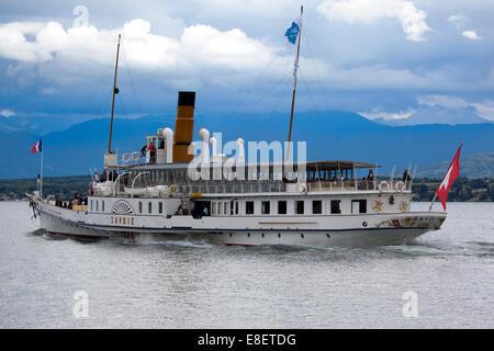 Paddle steamer 'Savoie' cruising on the lake of Geneva (Switzerland) - Stock Photo