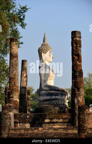 Buddha statue. Wat Sa Si. Sukhothai Historical Park ...