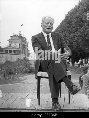 Willy Brandt during the interview in front of Brandenburg Gate on the occasion of the 25th anniversary of the building - Stock Photo