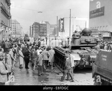 Tanks and soldiers of the US Army standing on the West Berlin side and the People's Police of the GDR, with a water - Stock Photo