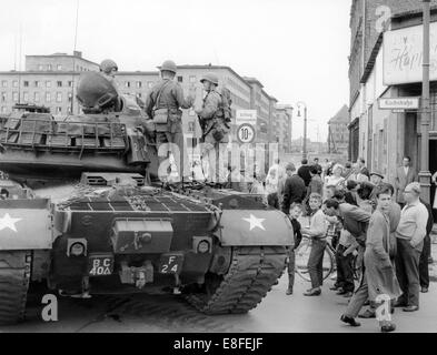 A heavy Patton tank of the US Army standing on Wilhelmstraße in West Berlin at the border to the eastern part of - Stock Photo