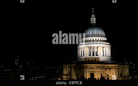 UK, London, Dome of St Paul's Cathedral at night - Stock Photo