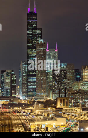 USA, Illinois, Cook County, Chicago, Willis Tower at Night - Stock Photo