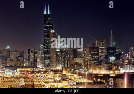 USA, Illinois, Cook County, Chicago, Chicago Skyline at Night - Stock Photo
