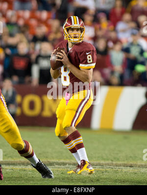 Landover, Maryland, USA. 06th Oct, 2014. Washington Redskins quarterback Kirk Cousins (8) looks to pass in the third - Stock Photo