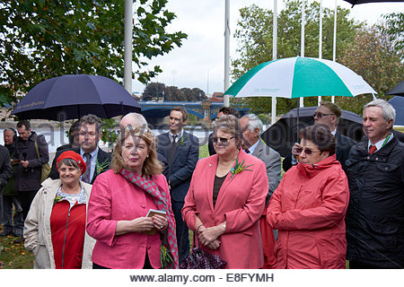 Nottingham, UK. 7th October, 2014.   Former child migrants, many from Australia, their family and civic dignitaries - Stock Photo