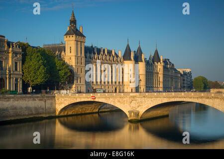 Early morning sunlight on the infamous Conciergerie and Pont au Change on Ile-de-la-Cite, Paris, France - Stock Photo
