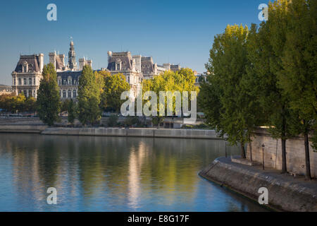 Early morning view of River Seine and Hotel de Ville, Paris, France - Stock Photo