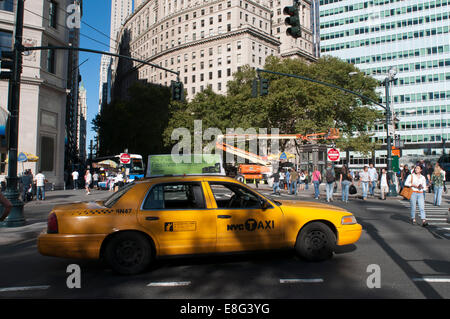 In Battery Park City, Manhattan, a taxi waits for passengers. Some New York City taxi cabs carry advertising on - Stock Photo
